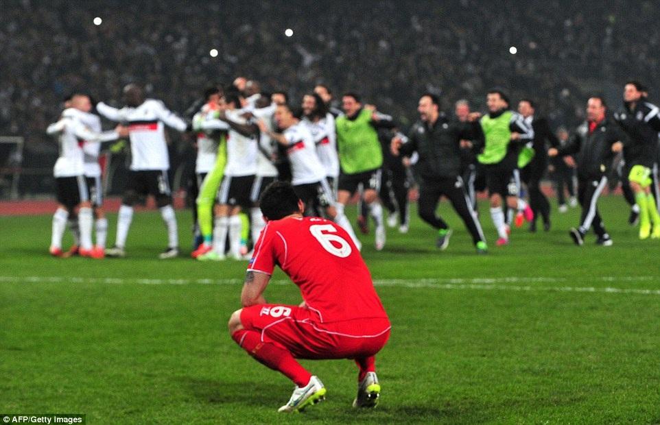 Liverpool thất bại cay đắng sau loạt đá luân lưu may rủi