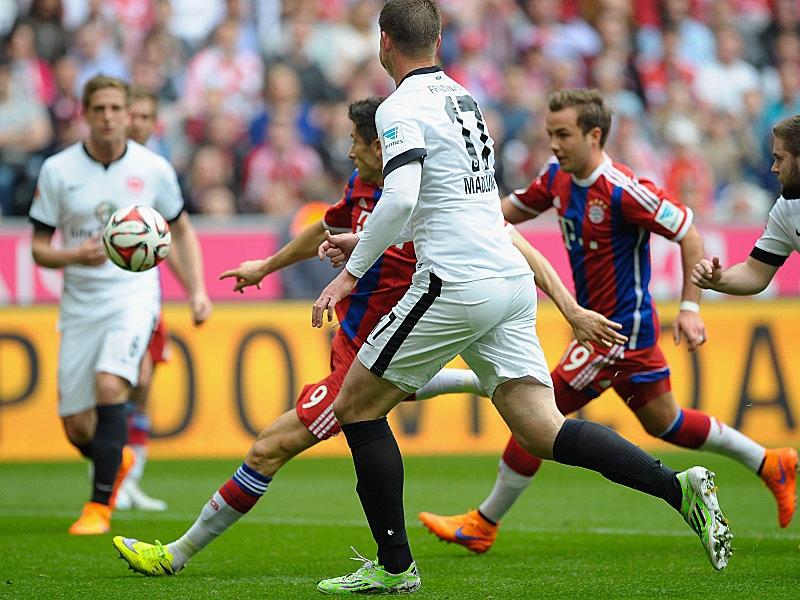 Lewandowski và tuyệt phẩm vô-lê vào lưới Frankfurt
