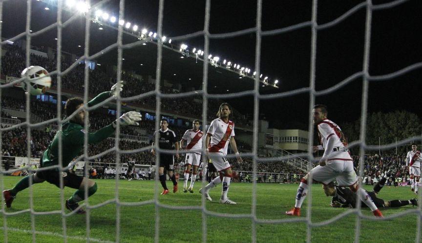 C.Ronaldo và pha đánh đầu mở tỉ số trên sân Vallecas