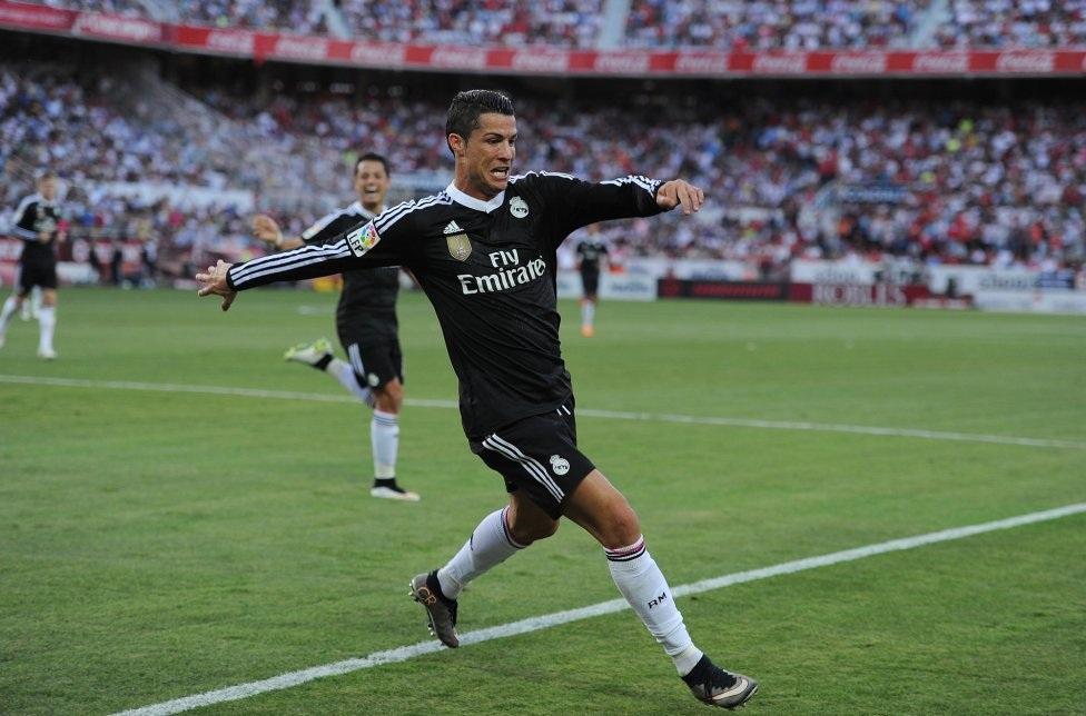 CR7 tiếp tục thể hiện cái duyên ghi bàn vào lưới Sevilla.