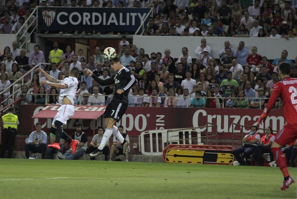 …để cho C.Ronaldo nâng tỉ số lên 3-1.