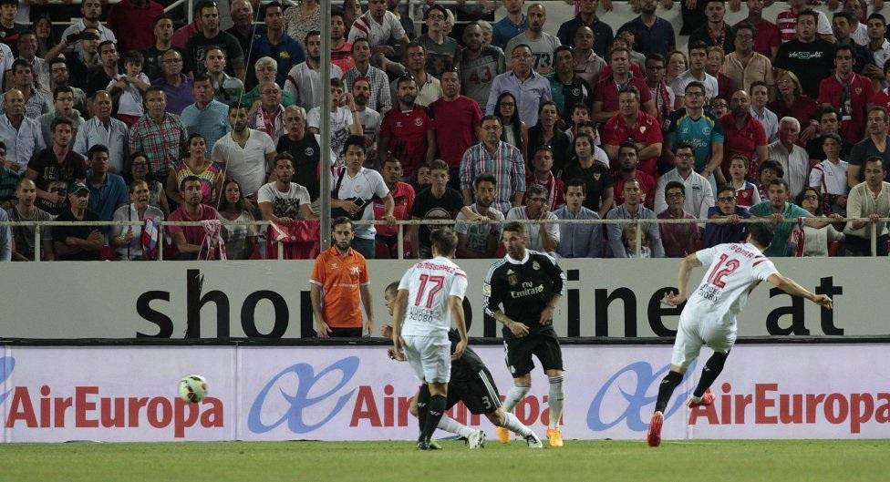 Iborra rút ngắn tỉ số xuống còn 2-3 cho đội chủ nhà trước khi trận đấu khép lại