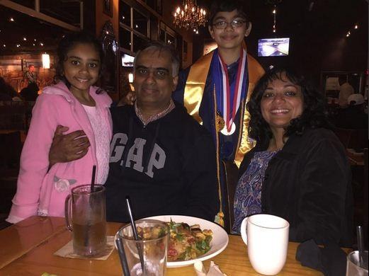 Ăn mừng tốt nghiệp với gia đình
