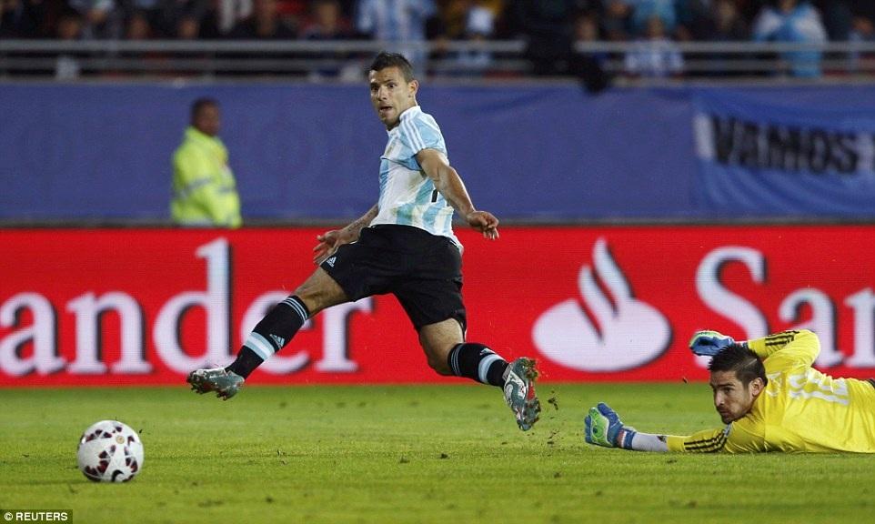 Aguero mở tỉ số cho Argentina