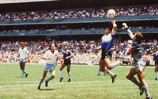 Bàn thắng bằng tay vào lưới tuyển Anh của Maradona