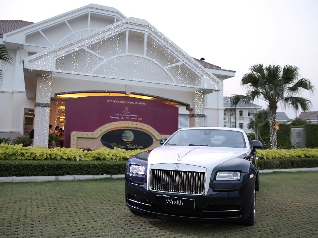 Sự hiện diện của dòng xe Wraith thuộc hãng xe hơi trứ danh thế giới Rolls-Royce