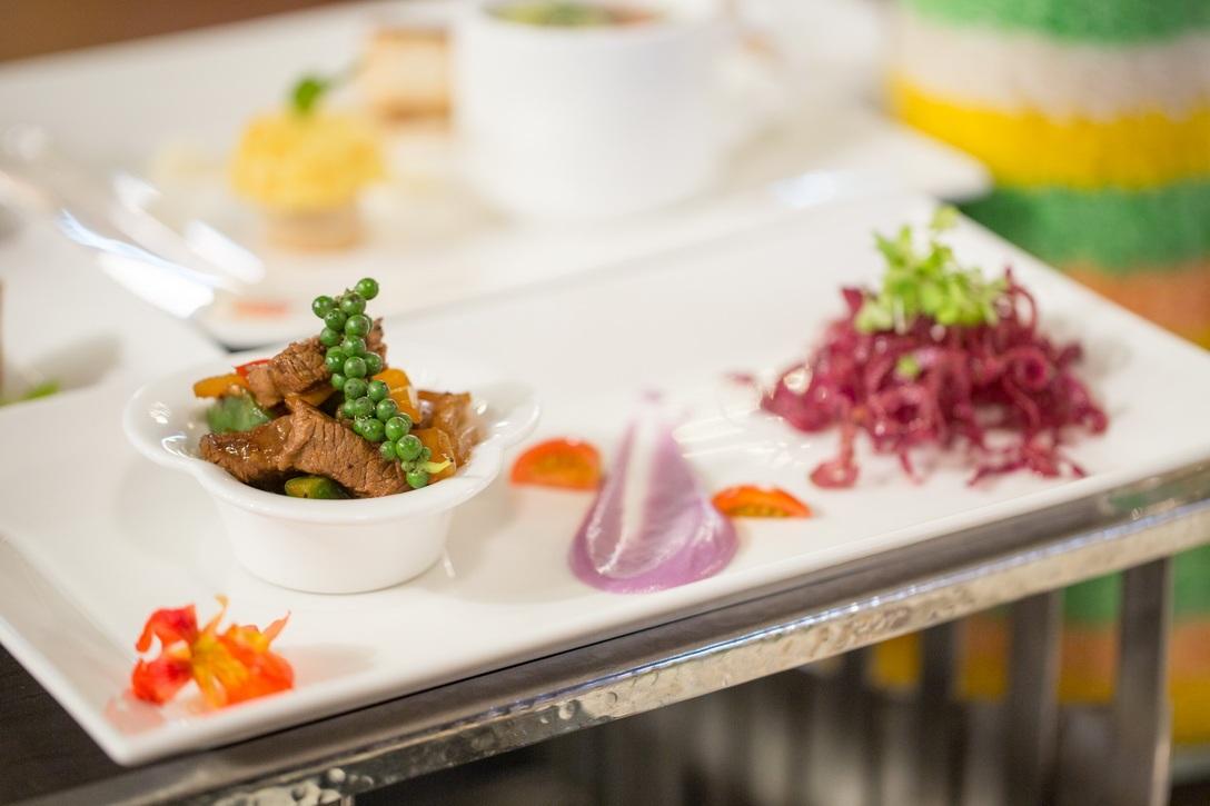 Bò lúc lắc xào tiêu xanh dùng với khoai lang chiên giòn - 1 trong 4