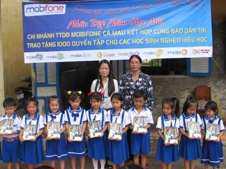 """Hành trình """"Một triệu cuốn vở…"""" đến với học sinh nghèo Cà Mau - 3"""