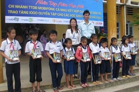 """Hành trình """"Một triệu cuốn vở…"""" đến với học sinh nghèo Cà Mau - 4"""