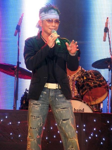 Jimmy Nguyễn mang đến cho chương trình sự sôi động qua