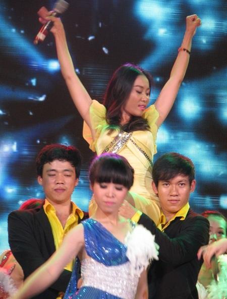 Thanh sôcôla biết hát Đoan Trang nối tiếp sự sôi động qua ca khúc