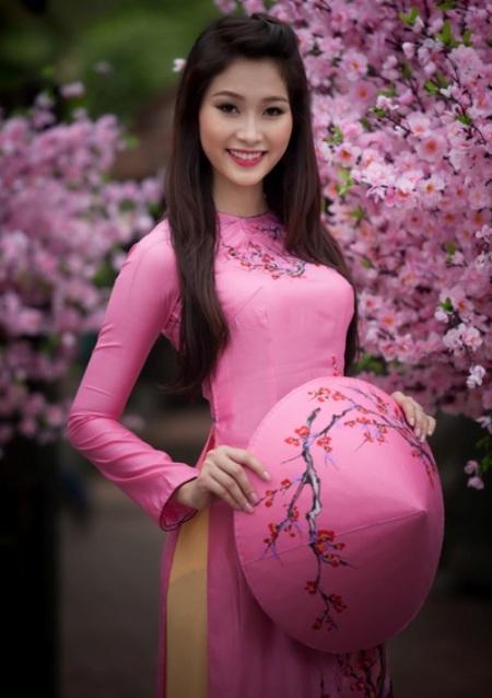Hoa hậu Việt Nam Đặng Thu Thảo chúc bạn đọc