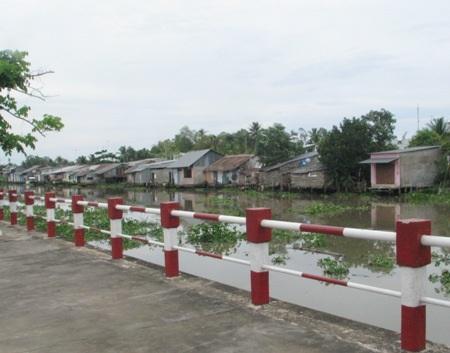 Đoạn sông phát hiện thi thể em Ngọc Trinh, cách trường em học chừng 300- 400m.