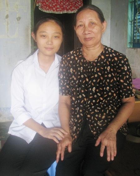 Mỹ Trang và mẹ.