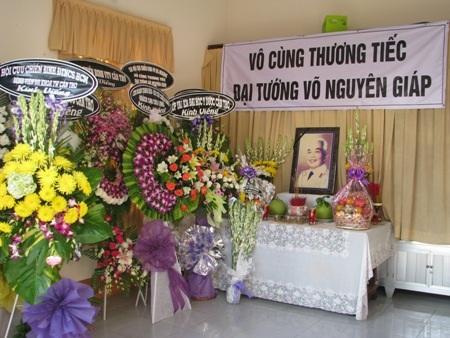 Nhiều tỉnh, thành ĐBSCL cùng lập bàn thờ Đại tướng Võ Nguyên Giáp. (Ảnh: Huỳnh Hải)