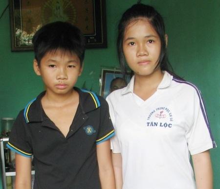 Nhờ sự hỗ trợ kịp thời của bạn đọc, hai chị em Ngân và Dương đã có thể đi học.