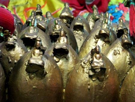 ...với mỗi một vị Phật tại vị.