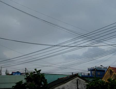Bầu trời ở Bạc Liêu chuyển tối sau cơn mưa trong chiều ngày 5/11. (Ảnh: Huỳnh Hải)