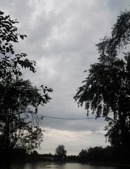 Bầu trời có dấu hiệu chuyển mưa từ sớm. (Ảnh: Huỳnh Hải)