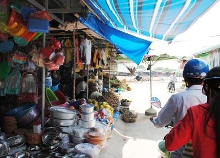 Một góc chợ thị trấn Đầm Dơi.