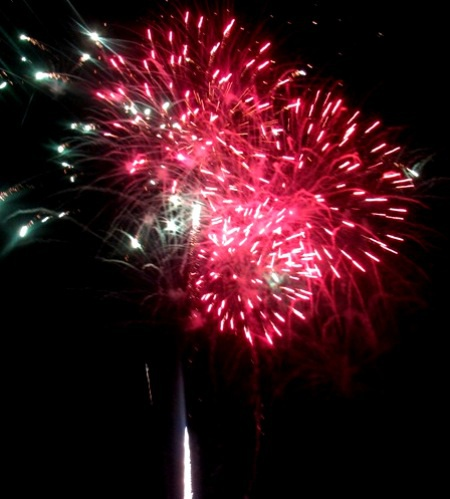 Bắn pháo hoa mừng năm mới tại Bạc Liêu. (Ảnh: Huỳnh Hải)