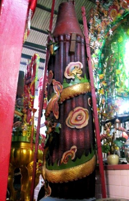 Cây nến nặng 200kg tại chùa Đất Sét.