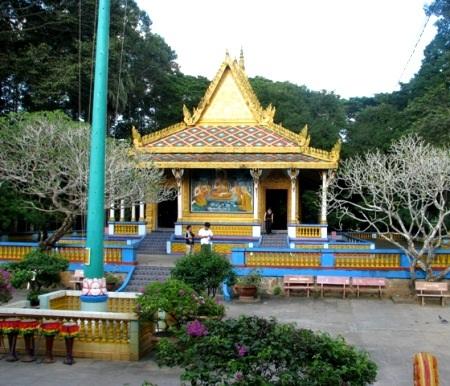 Nét đẹp nhiều màu sắc chánh điện chùa Dơi.