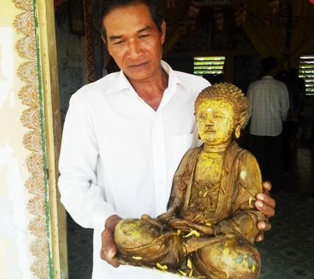 Sau khi được tắm xong, các tượng Phật được rước về chỗ tọa cũ để thờ tự.