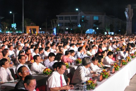 Hàng ngàn người đã đến tham dự lễ khai mạc Festival ĐCTT quốc gia lần I.