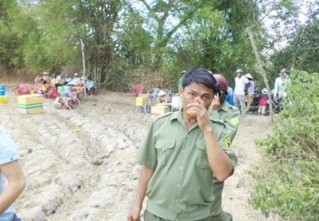 Lực lượng công an địa phương vất vả vãn hồi trật tự vì tin đồn.