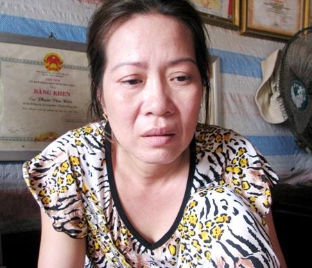 Bà Hiền nghẹn ngào trước cảnh gia đình đang lâm vào đường cùng.