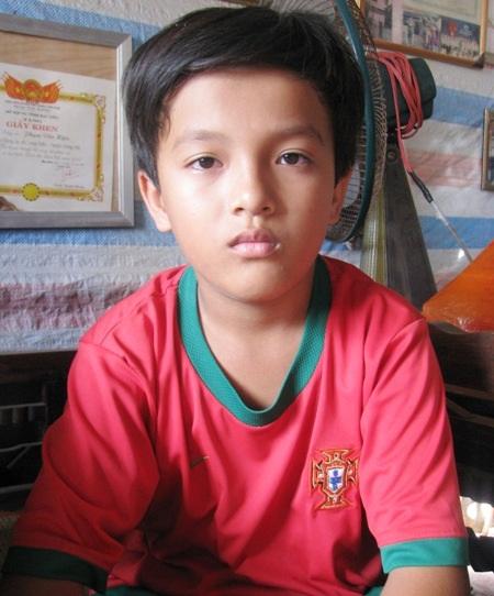 Gia cảnh bế tắc, em Thuận đang đứng trước nguy cơ bỏ học.