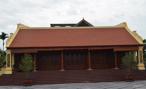 Hiện ở xã Thủy Triều có khoảng 150 ngôi nhà dựng bằng gỗ lim.