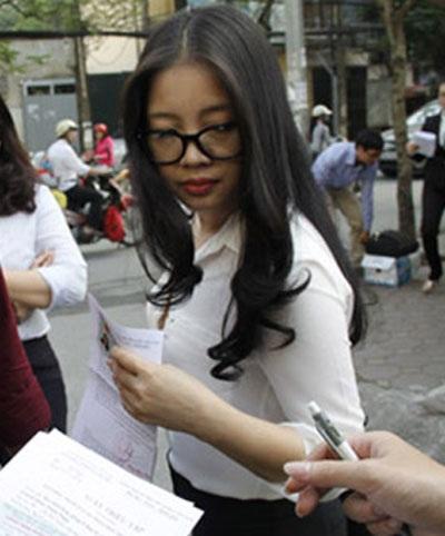 Bà Đặng Thị Ngọc Lan - vợ bầu Kiên có mặt tại phiên tòa phúc thẩm với chiếc sơ-mi trắng tươm tất