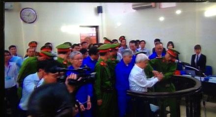 Lực lượng cảnh sát mở còng cho bầu Kiên trước giờ xét xử phúc thẩm