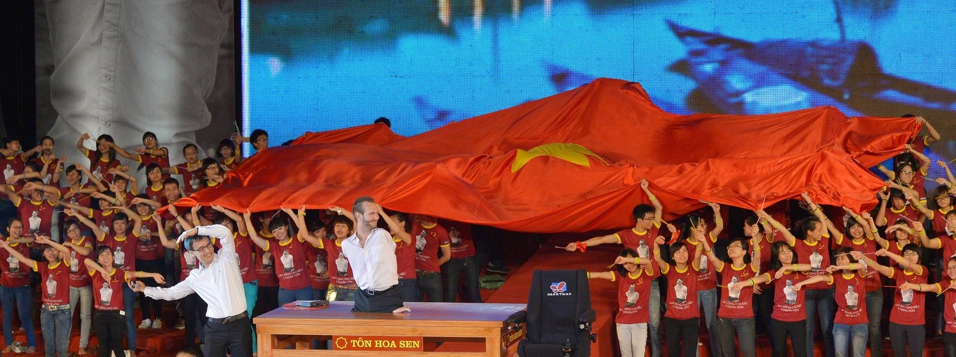 Nick Vujicic gây ấn tượng tốt với những người khuyết tật và bạn trẻ Việt Nam