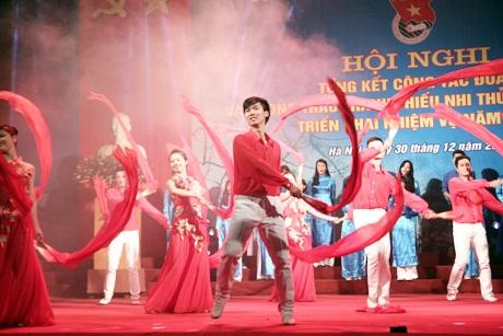 BCH Thành Đoàn Hà Nội nhận Cờ đơn vị dẫn đầu thi đua của Chính phủ