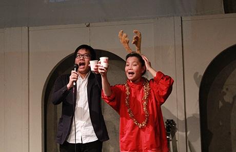 Phó chủ tịch VYSA Nguyễn Khánh Linh và cô giáo phát biểu chúc mừng Giáng sinh