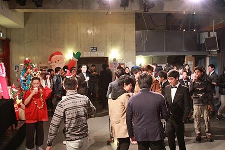 Gần 100 bạn du học sinh và bạn bè Nhật Bản tham dự đêm tiệc Giáng sinh