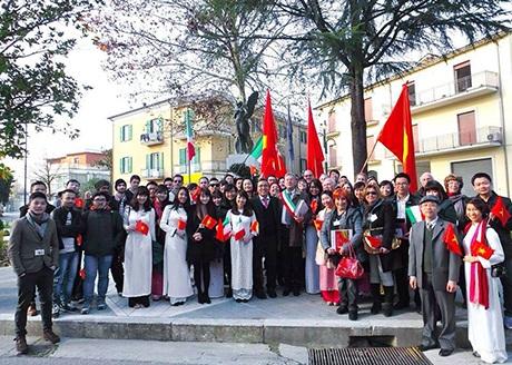 Ngày lễ văn hóa Việt nhận được sự quan tâm của đông đảo bạn bè quốc tế.