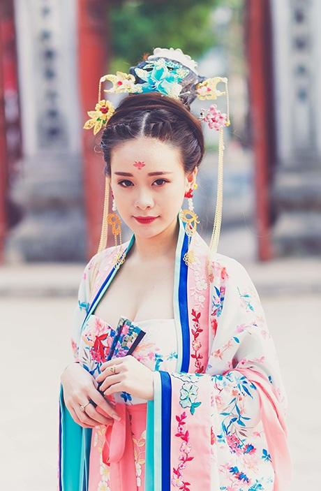 Từ Huệ do Quỳnh Trang thủ vai.