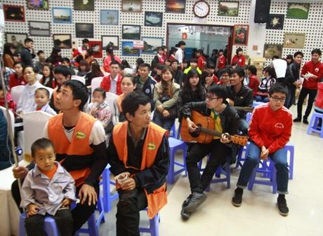 Người dân Hà Nội có mặt tại Viện huyết học và truyền máu Trung ương để tham gia hiến máu