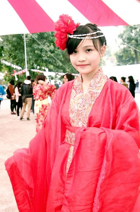 Cô giáo tương lai hóa trang gây sốt tại lễ hội Nhật Bản