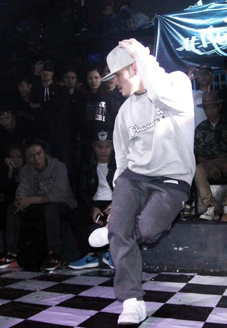 Ngoài nhảy hiphop, Tùng còn có nhiều tài lẻ khác như chơi piano, sáng tác nhạc và vẽ tranh