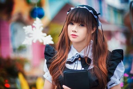 Huyền Nhi (Zizi) cosplay nhân vật cô hầu bàn