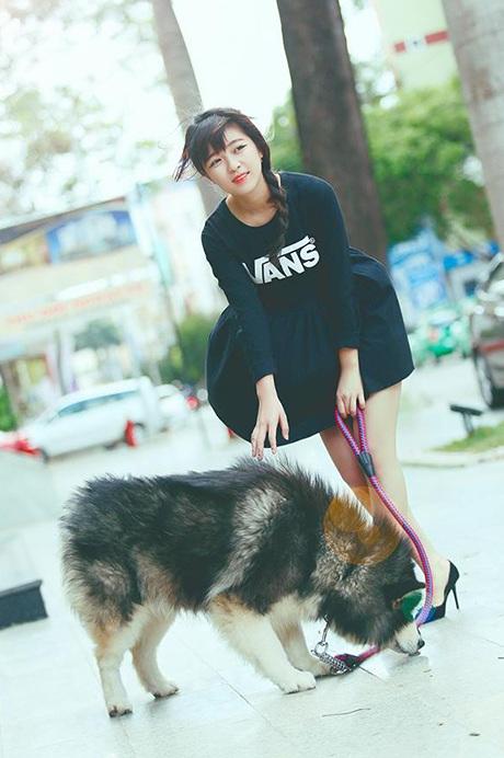 Những hình ảnh đùa nghịch của nữ sinh Đăk Lăk và chú chó Alaskan