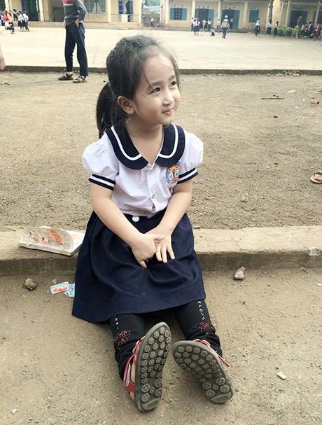 Những bức ảnh thu hút gần 10.000 lượt Like trên Facebook của cô bé học sinh lớp 1 ở Đắk Lắk