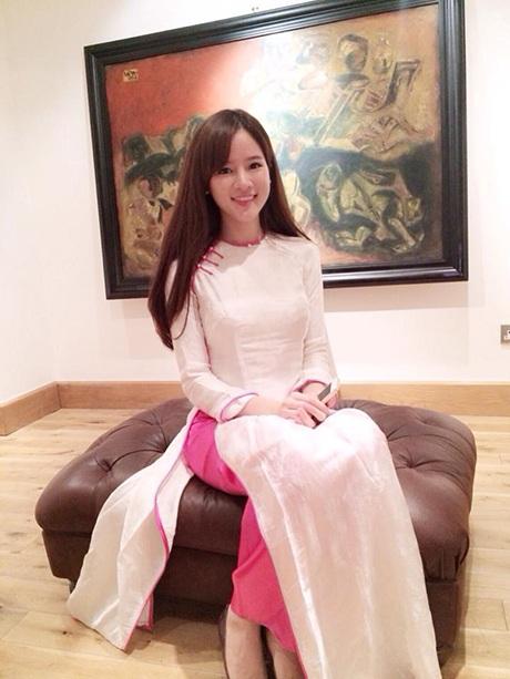 Thy Trang giản dị trong tà áo dài dân tộc