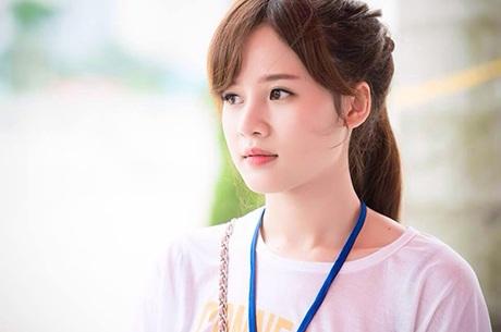 Nguyễn Lê Thy Trang có ngoại hình khá giống với hot girl sành điệu Huyền Baby