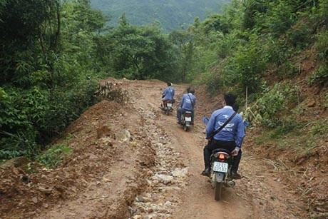 Hành trình đến với bản nghèo vùng cao đầy vất vả của nhóm.